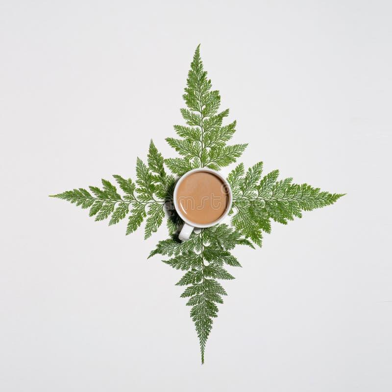 绿色平的位置留给样式咖啡在白色ba 免版税图库摄影