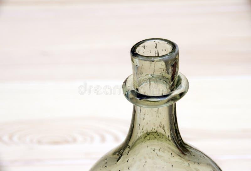 绿色开放空的设计师瓶 免版税库存照片