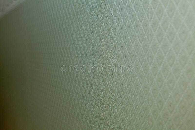 绿色条绒条纹织品特写镜头 条绒纺织品纹理作为背景的 螺纹的对角方向 绿色检查patt 免版税库存照片