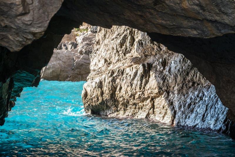 绿色洞穴,卡普里海岛的海岸的戈洛塔佛得岛,那不勒斯海湾的,意大利 库存照片