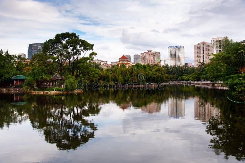 绿色湖在昆明,中国的云南的首都 免版税库存照片