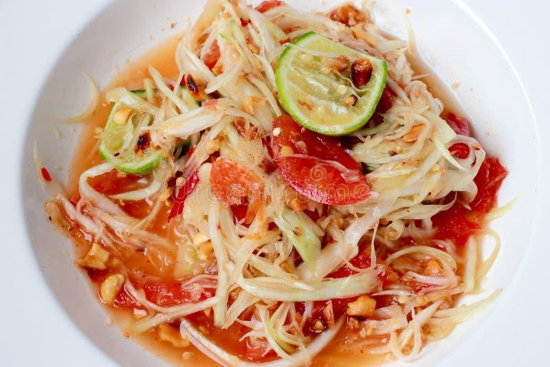 绿色番木瓜沙拉索马里兰胃泰国在桌上 泰国烹调辣可口 免版税库存图片