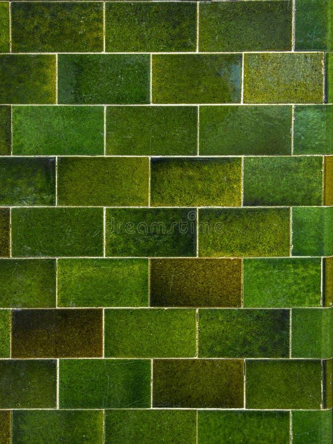 绿色砖瓦片墙壁背景 抽象向量例证 免版税图库摄影