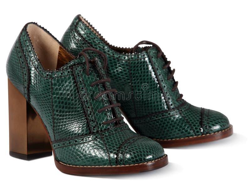 绿色穿上鞋子妇女 免版税库存照片
