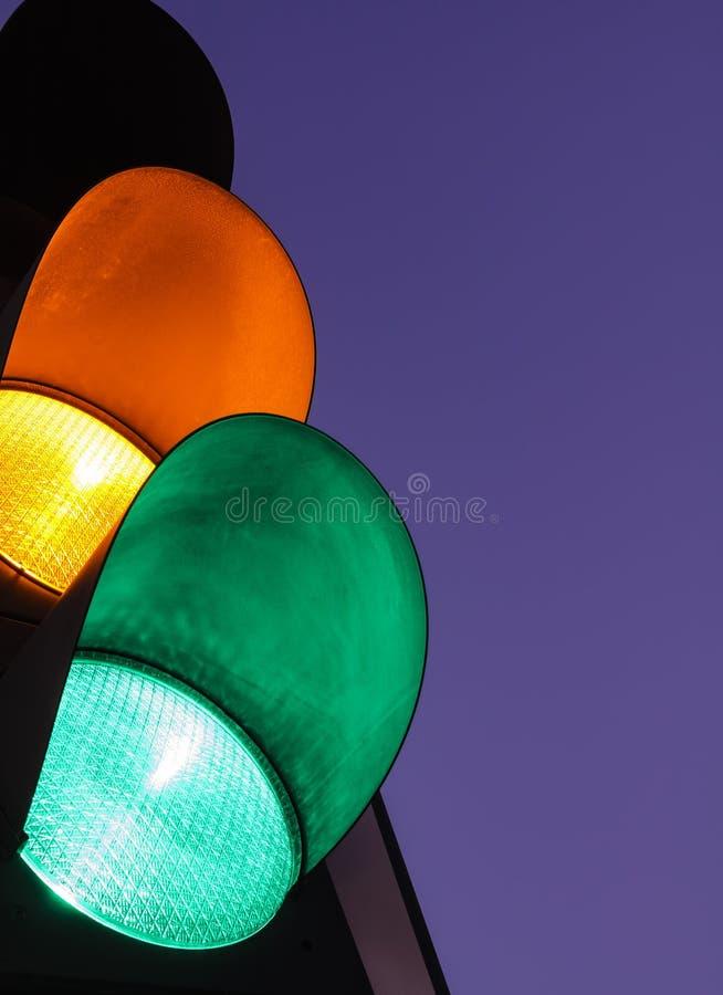 绿色红灯的–黄色 库存图片