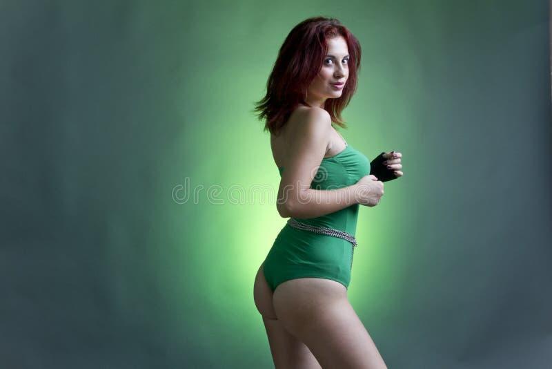 绿色诉讼游泳妇女 免版税库存照片