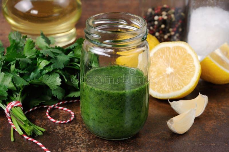 绿色调味汁,晒干为沙拉 图库摄影