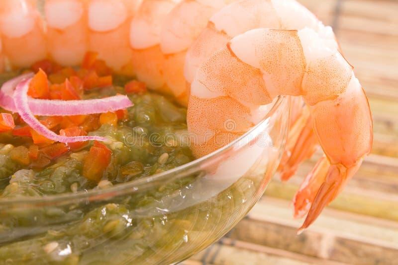 绿色辣调味汁虾 免版税库存照片