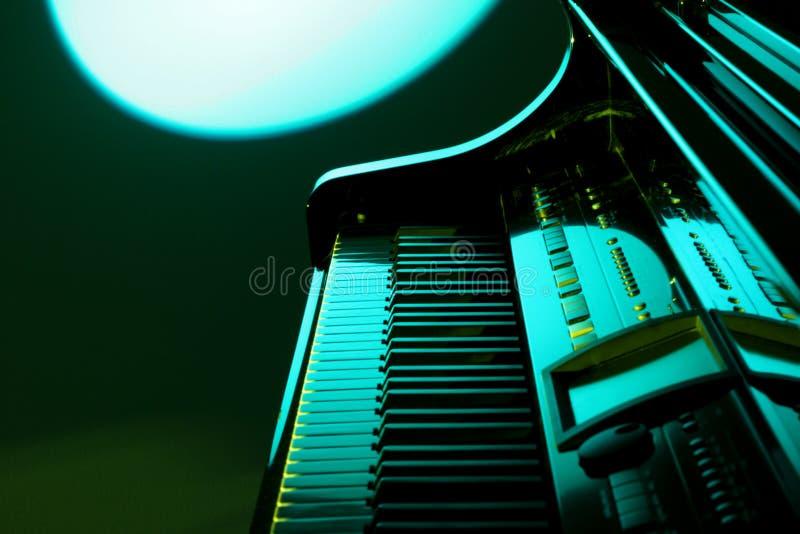 绿色钢琴 免版税库存照片