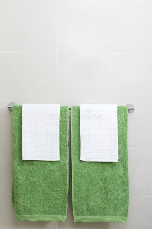 绿色铁路运输毛巾垂直的白色 库存图片