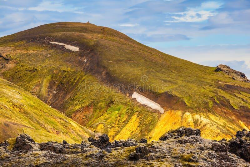 绿色难以置信的山-黄色,橙色和 免版税库存图片