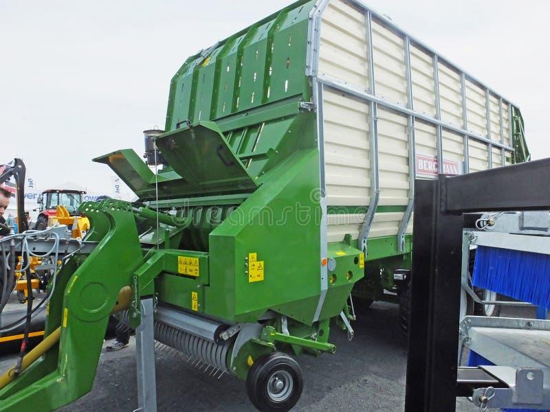 绿色青贮无盖货车 库存图片