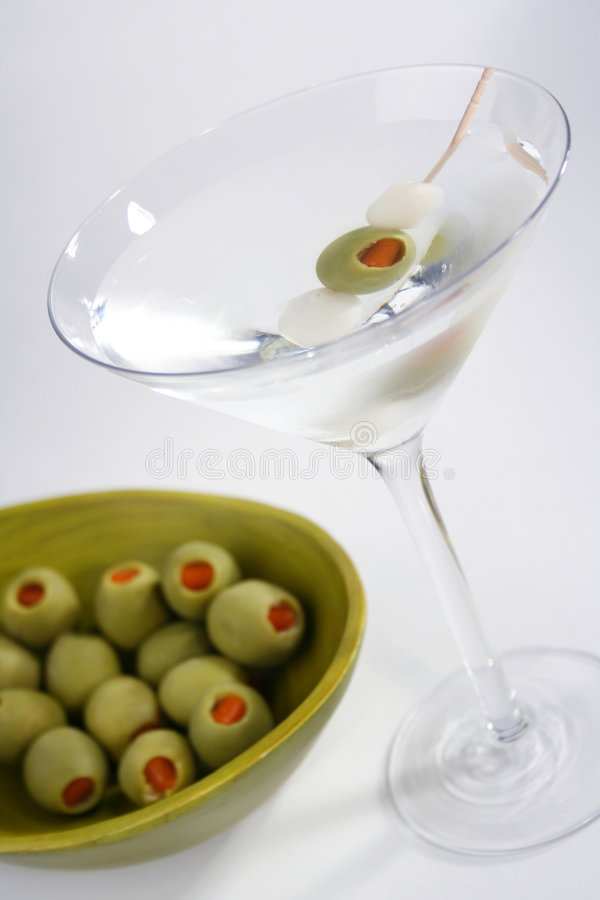 绿色马蒂尼鸡尾酒橄榄 库存照片