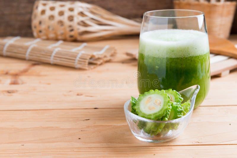绿色momodica,胶苦瓜,苦瓜, Bitt草本汁液  库存图片