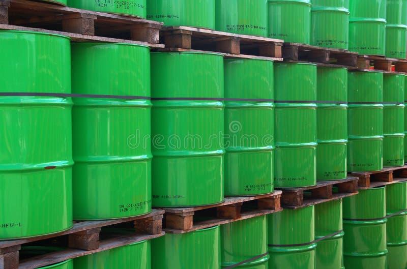 绿色oildrums 库存照片