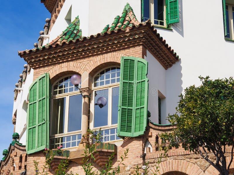 绿色windowed房子在西班牙 免版税库存图片