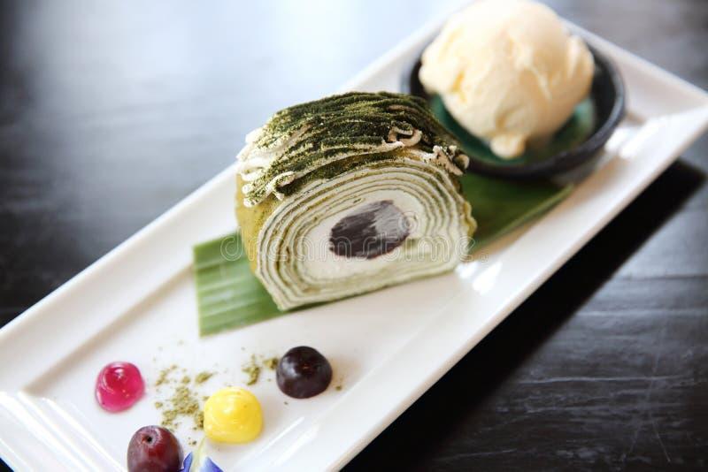 绿茶与冰淇淋的卷蛋糕 库存照片