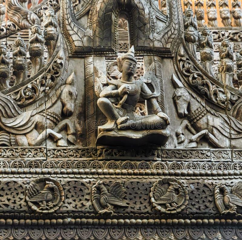 缅甸木头雕刻 图库摄影