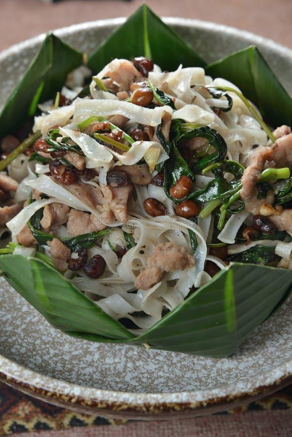 缅甸烹调平的米粉猪肉花生 库存图片