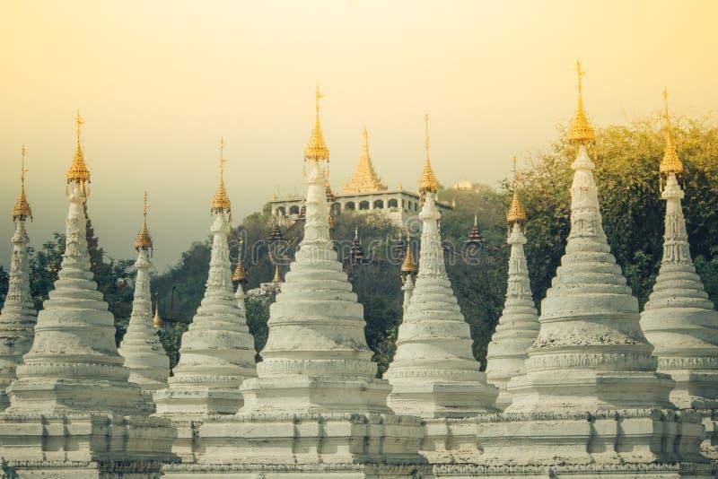缅甸的白色塔 免版税库存照片