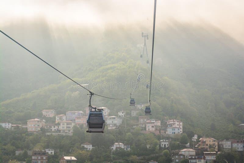 缆索铁路在雾在土耳其城市奥尔杜黑海,亚洲 库存照片