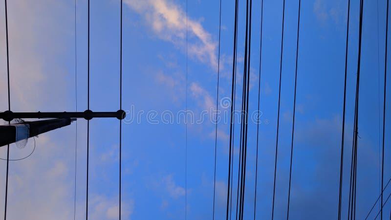 缆绳和天空 库存图片