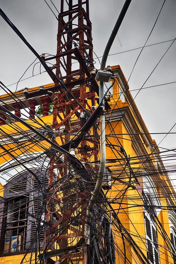 缆绳混乱在会安市,越南 库存图片