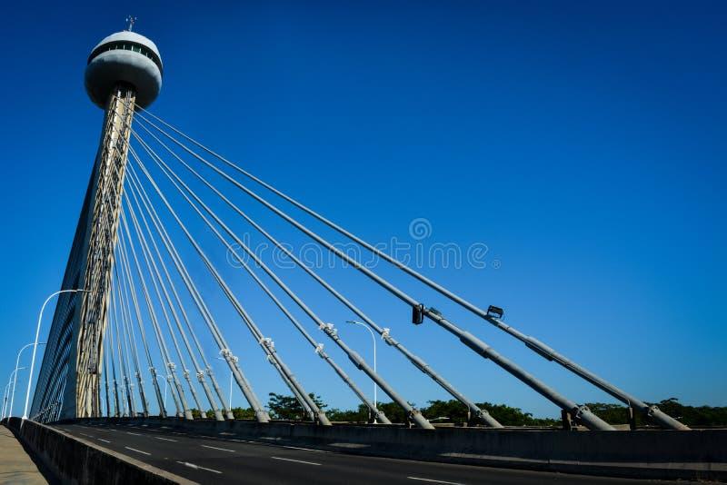 缆绳被停留的桥梁在特雷西纳 免版税库存图片