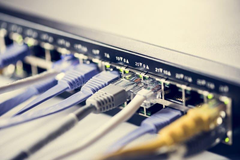 缆绳被连接到插孔 免版税库存图片