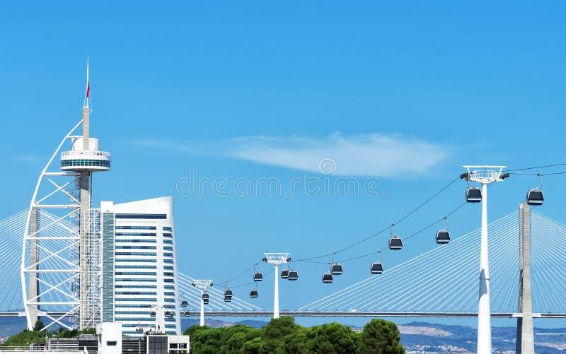 缆车和瓦斯科・达伽马塔在里斯本 库存照片