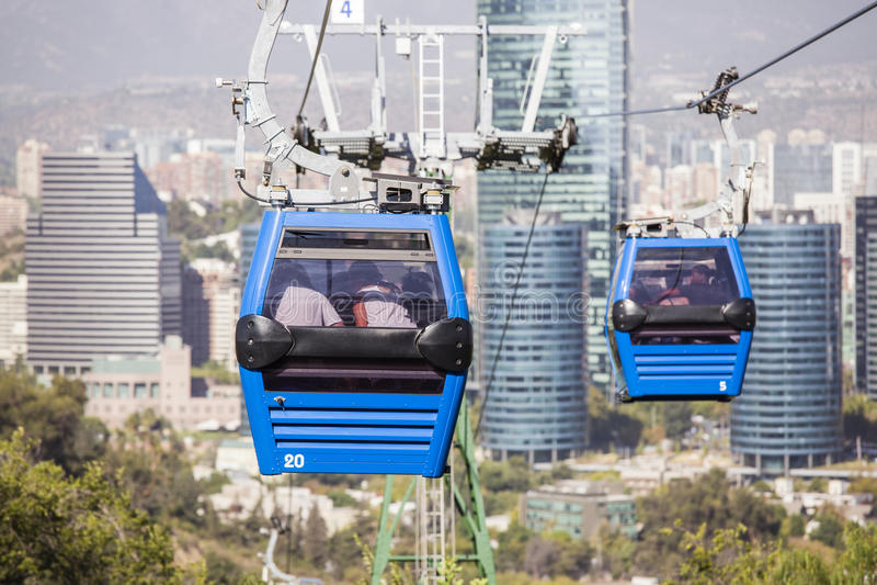 缆车在圣地亚哥de智利 免版税库存照片