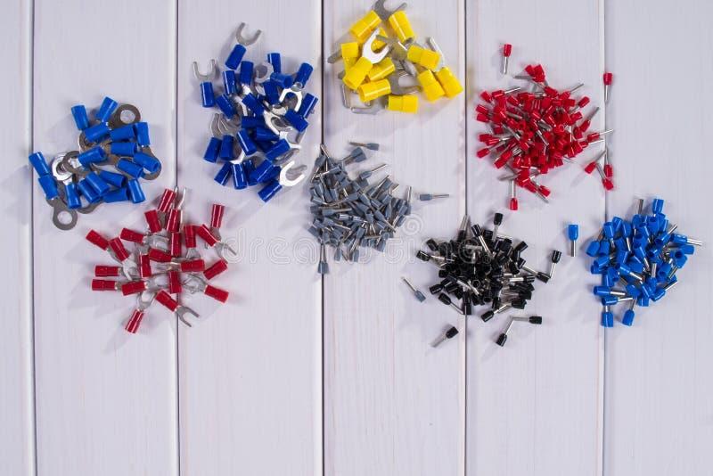 缆绳把手用不同的颜色和大小 免版税库存照片