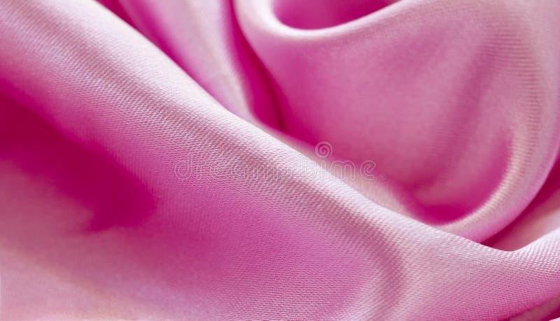 缎豪华布料纹理 抽象设计背景 光滑的典雅的发光的桃红色丝绸 免版税图库摄影