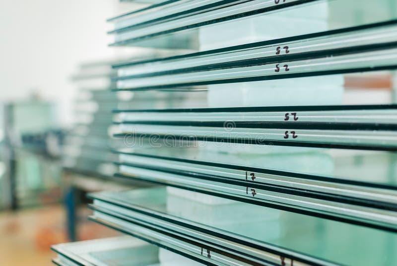 缓和窗口和按尺寸裁剪的门玻璃 免版税图库摄影