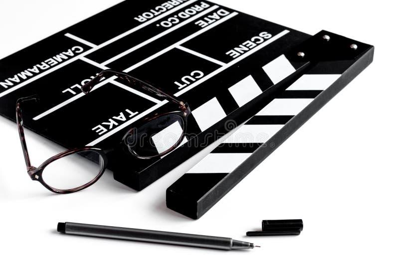 编剧桌面有电影拍板白色背景 库存照片