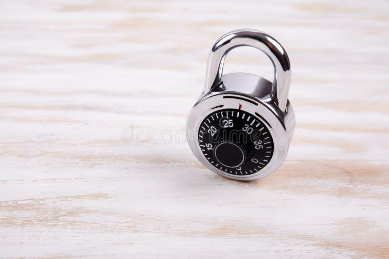 编码锁在木书桌 库存图片