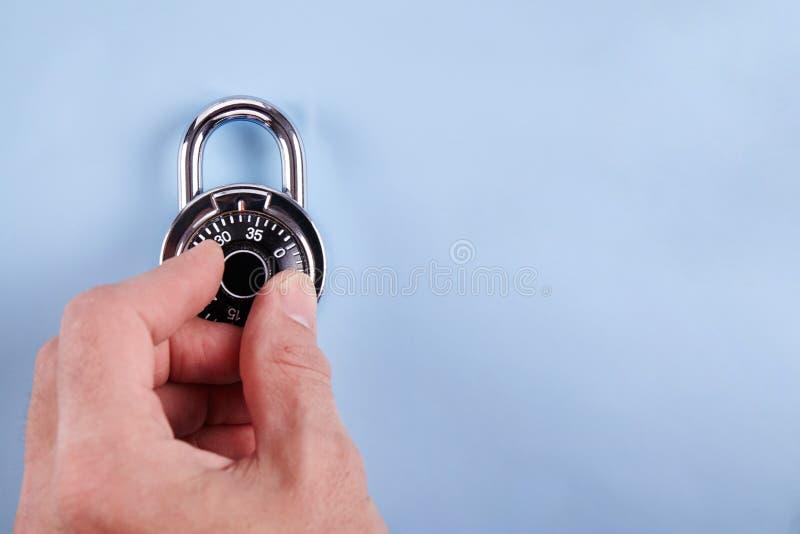 编码锁在木书桌 库存照片