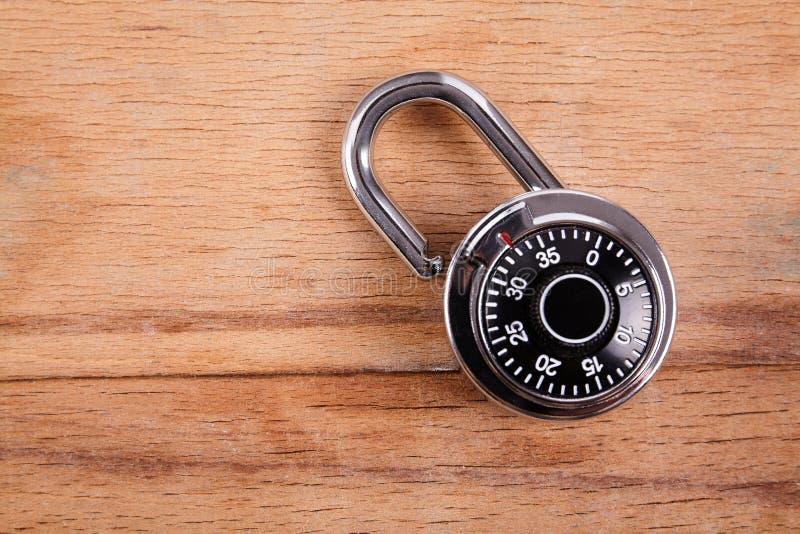 编码锁在木书桌 免版税库存照片