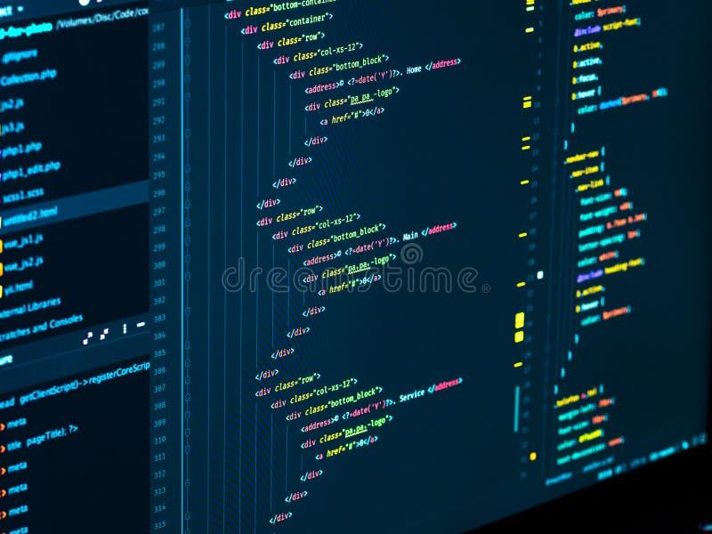 编码html和css在IDE,宏指令 网发展 软件原始代码 免版税库存照片