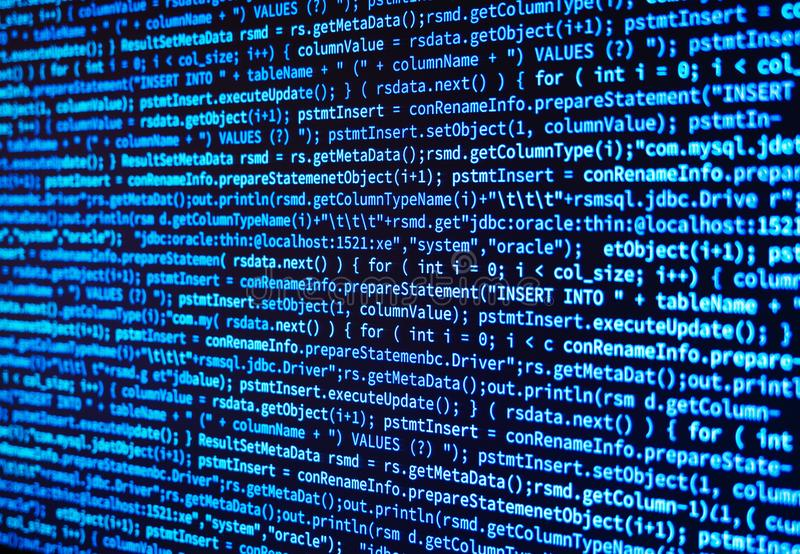 编程源计算机在显示器屏幕上的数据代码在蓝色 库存例证
