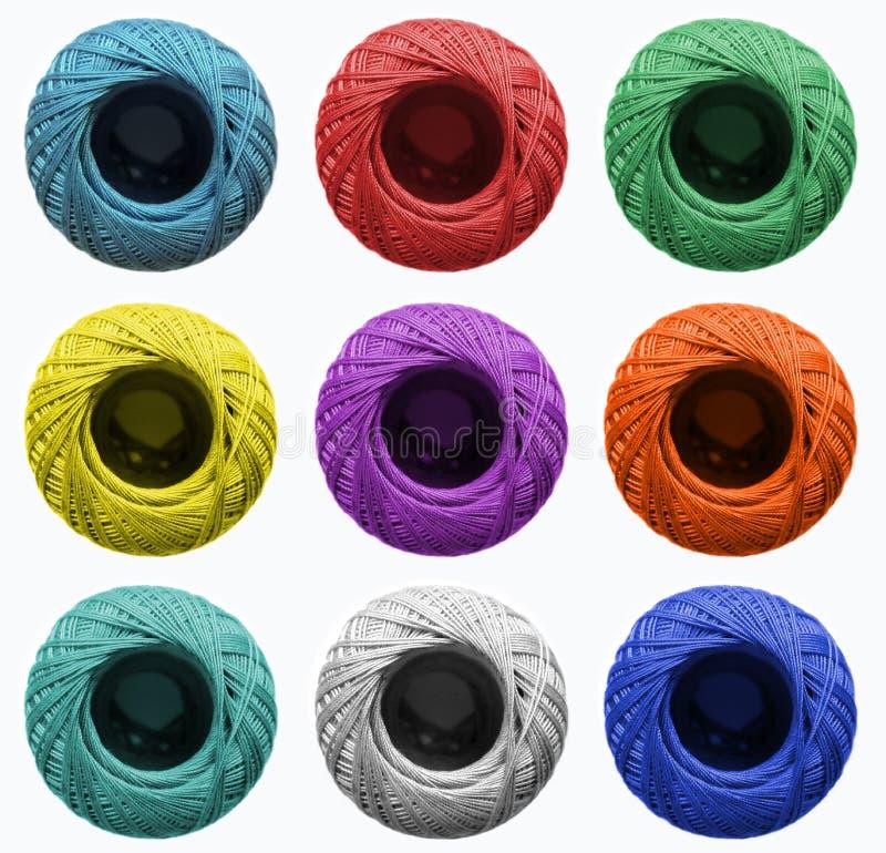 编织的丝球在不同颜色 工作室的,缝合的演播室,五金店背景 免版税图库摄影
