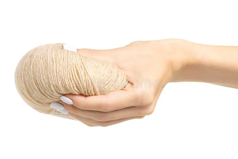 编织的螺纹灰棕色在手中 库存照片