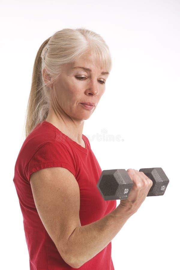 编译她的肌肉的胳膊 免版税库存图片