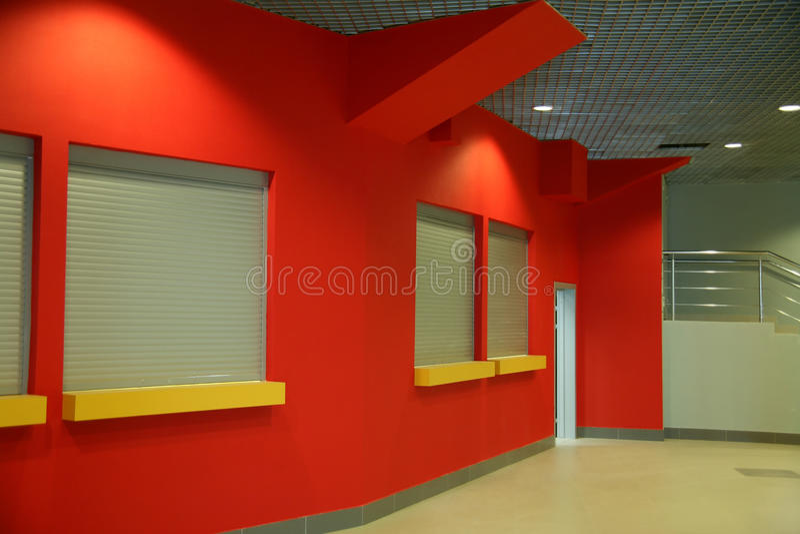 编译的内部办公室红色墙壁 库存图片