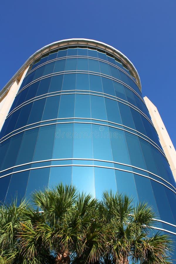 编译的外部玻璃现代办公室 免版税库存照片