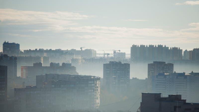 编译的多楼层 大城市的早晨全景 高层建筑物 免版税库存照片