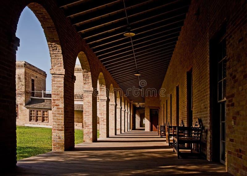 编译长的大学的拱廊 免版税库存照片