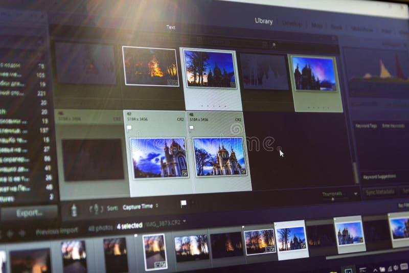 编辑在膝上型计算机的照片 有专业软件的摄影师的计算机 图象岗位处理 库存图片