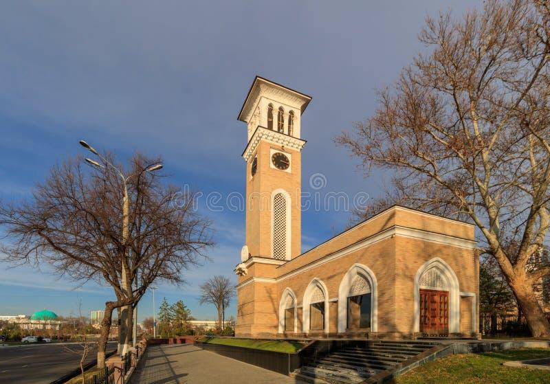 编钟在塔什干晴天,乌兹别克斯坦的中心 免版税图库摄影