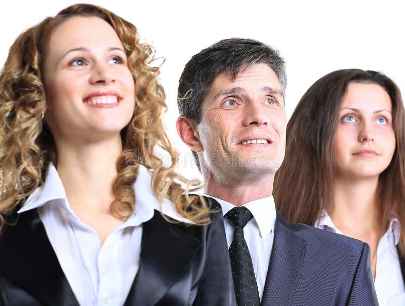 编组友好的事务与私下看愉快的女性的领导在旁边和由有实效的广告牌决定 免版税库存图片